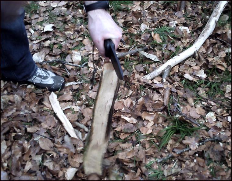 Batonnage avec couteau de camp Kabar becker bk2